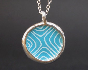 Modern Sketch Small Round Reversible Enamel and Sterling Necklace in Melon Green and Sapphire Blue