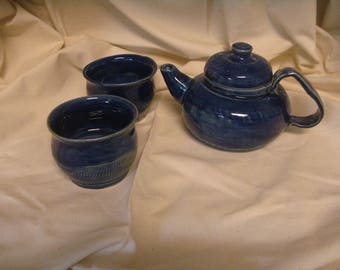 cobalt blue two cup teapot with two matching tea bowls.