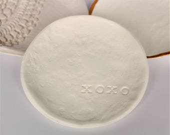 Dish | Clay saucer '' xoxo ''