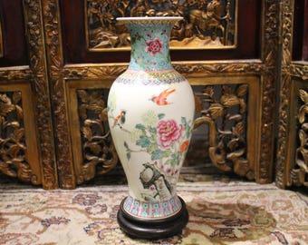 Chinese Porcelain Vase of Old China
