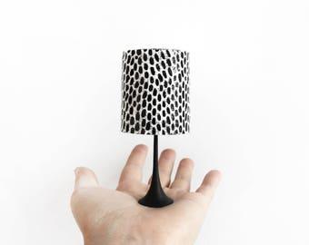 Monocrome patterned lamp
