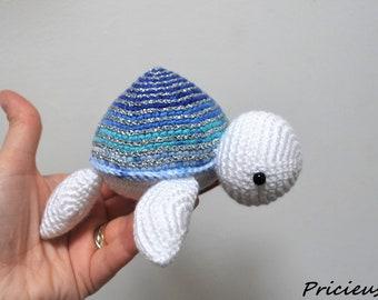 Amigurumi little blanket crocheted sea turtle