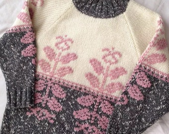 Vintage 1980s Women's Small Chunky Knit Acrylic Raglan Floral Sweater