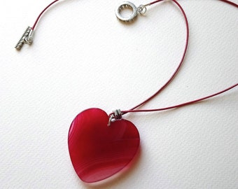Agate heart shaped red pendant on leather