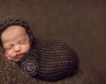 Knitting Pattern - Hooded Cocoon // Little Peanut