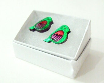tiny love birds for your ears // emerald green stud earrings