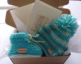Newborn crochet hat and bootie set in a box, baby boy hat & booties gift set, crochet pom pom hat,  photo prop set, knit hat  booties set