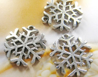 8 pcs -20mm silver plated snowflake charms (CM027)