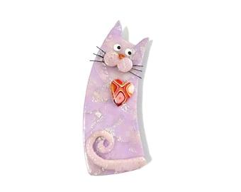 Chat broche pâle mauve rosé nommé ALINA, chat lavande pastel avec des moustaches, cadeau fête des mères pour chat amoureux Animal broche en argile POLYMERE