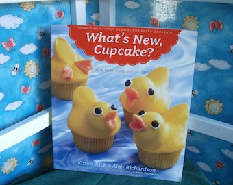 What's New Cupcake Best Recipes Sweet Cupcakes Frosting and Cookie Decorating Book How To Bake Decorate Cookbook Christmas Gift for Baker