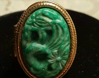 Vintage Poison ring...Avon..carved lucite perfume poison ring