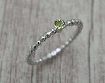 Silver ring, ladies ring with Peridot Green