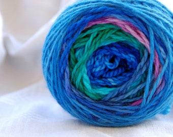 Yarn, handdyed, 100% SW Bfl colour Ozean, selfstriping