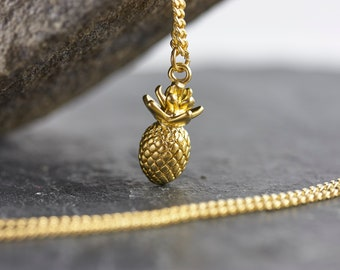 Pineapple necklace with pendant gilded gold-coloured brass