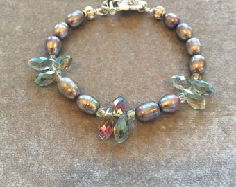 Peacock pearl bracelet with crystals and silver plated flower clasp