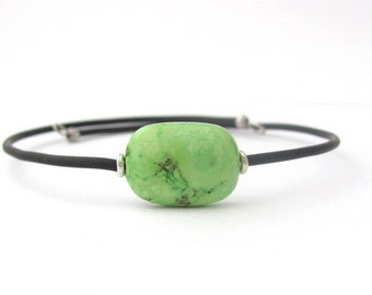 Stone Bracelet, Green Agate Bracelet, Yoga Zen Bracelet, Gemstone Jewelry, Memory Wire Bracelet, Friendship Bracelet, Hawaii Jewelry