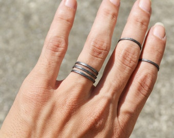 Black Wire Gothic Knuckle Ring, Hammered Wide Band Spiral Band Ring Jewelry