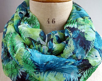 green infinity scarf, leaf print scarf, green loop scarf, green infinity, jungle scarf, scarf with leaves, foliage fabric, spring summer