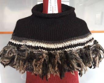 Handgefertigte Wolle mit Fransen Cape schwarz-grau und weiß