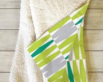 Geometric Sherpa Fleece Throw Blanket // Midcentury Modern Blanket // Dorm Decor // Retro Style // Cozy Blanket // Abacus Design // Green