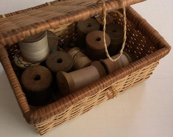 Vtg wooden thread spools, crafters lot, coats and clark, mixed sizes and brands, 17, wooden wicker basket