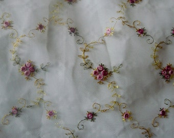 lace tulle embroidered with small roses