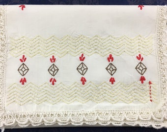 Vintage Linen Hand Crafted Embroidered Table Runner with Diamonds and Needle Lace trim 38 x 13  R56