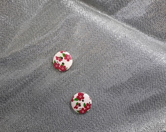 Set of 2 wooden flower sewing buttons