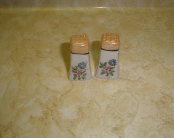 vintage pair salt pepper shakers set individual floral