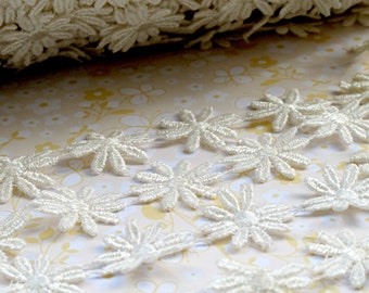 Ivory Daisy Lace Trim. Flower. Venise. Cream.