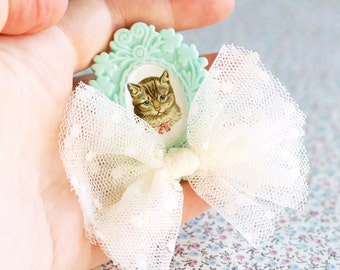 Cat Brooch. Cat pin. Baroque Cameo brooch. Cat lovers accessories. Gift for cat ladies. Cat Illustration. Animal Brooch for Gothic Lolitas.