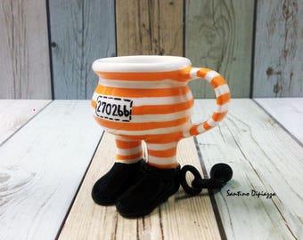 Tazzina di prigioniero, a piedi ceramica, unico caffè tazza, US Colorway, unica tazza di caffè, Footed Demitasse, strani e particolari in ceramica, regali