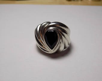 Large sterling silver and onyx ring size 9 1/2