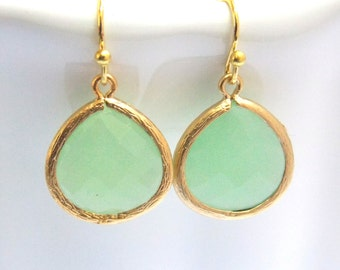 Gold Mint Green Earrings, Glass Earrings, Light Green, Pistachio, Bridesmaid Jewelry, Bridesmaid Earrings, Bridal Jewelry, Bridesmaid Gifts