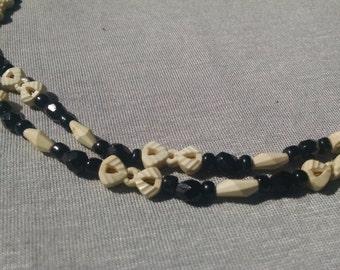 "3'10"" bow tie black & white vintage Lucite necklace"