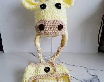 Giraffe Newborn Photo Prop set.  Hat with diaper cover, baby shower gift