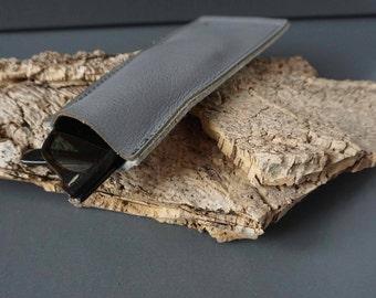 Minimalist, grey leather + felt: eyeglass case. Very narrow, for a small handbag