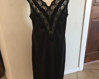 M / Nightgown / Long / Black / Gown / Medium