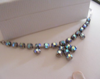 PRETTY VINTAGE NECKLACE With Stunning Coloured Stones