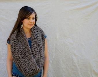 Chunky crochet Infinity scarf, cowl, winter scarf, loop scarf, circle scarf, eternity scarf / Spitzvig Warmer-barley