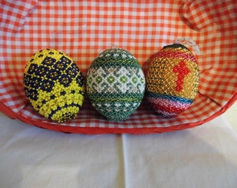 Basket with 3 handmade beads-decor-eggs, unique