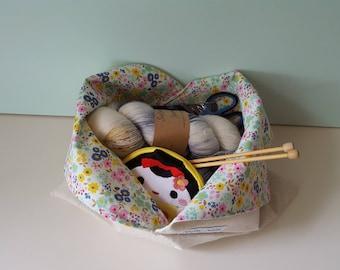 Flowers - Medium Bento Bag, Lunch Bag, Knitting Bag, Reusable Market Bag, Lined Bag, Ecofriendly, Handmade