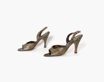 Vintage 50s Ethnic Print HEELS / 1950s Olive Green Leather Peep Toe Slingback Pumps Shoes 7 1/2