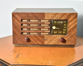 Vintage Working Philco Model 48-214 AM Table Radio - Beautiful Walnut Veneer Case