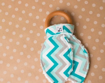Wooden teething ring Maple Natural Flannel Chenille Crinkle Baby gift Baby shower Gender neutral Blue Gray Chevron Tommys adventures Gums
