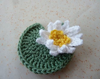 1 Lily 4 cm and its leaf crochet - 2 pieces