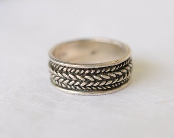 SALE! 1960s vintage / sterling silver ring / patterned  // CHEVRON