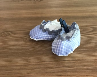 Soft gingham and ric rac baby slipper 0-3 mo