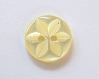 14 mm x 20 yellow 2 holes - 001630 star button