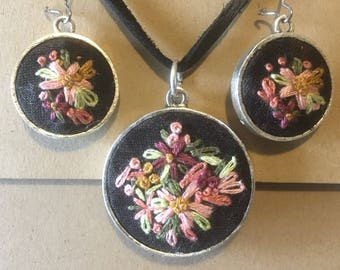 Embroidery hoop necklace matching earrings, jewelry, jewellery, embroidered pendant necklace and earings jewellery gift ideas valentines gif